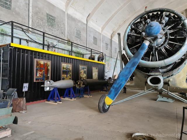 Blick auf Torpedos in Halle 3 des Technikmuseums Pütnitz